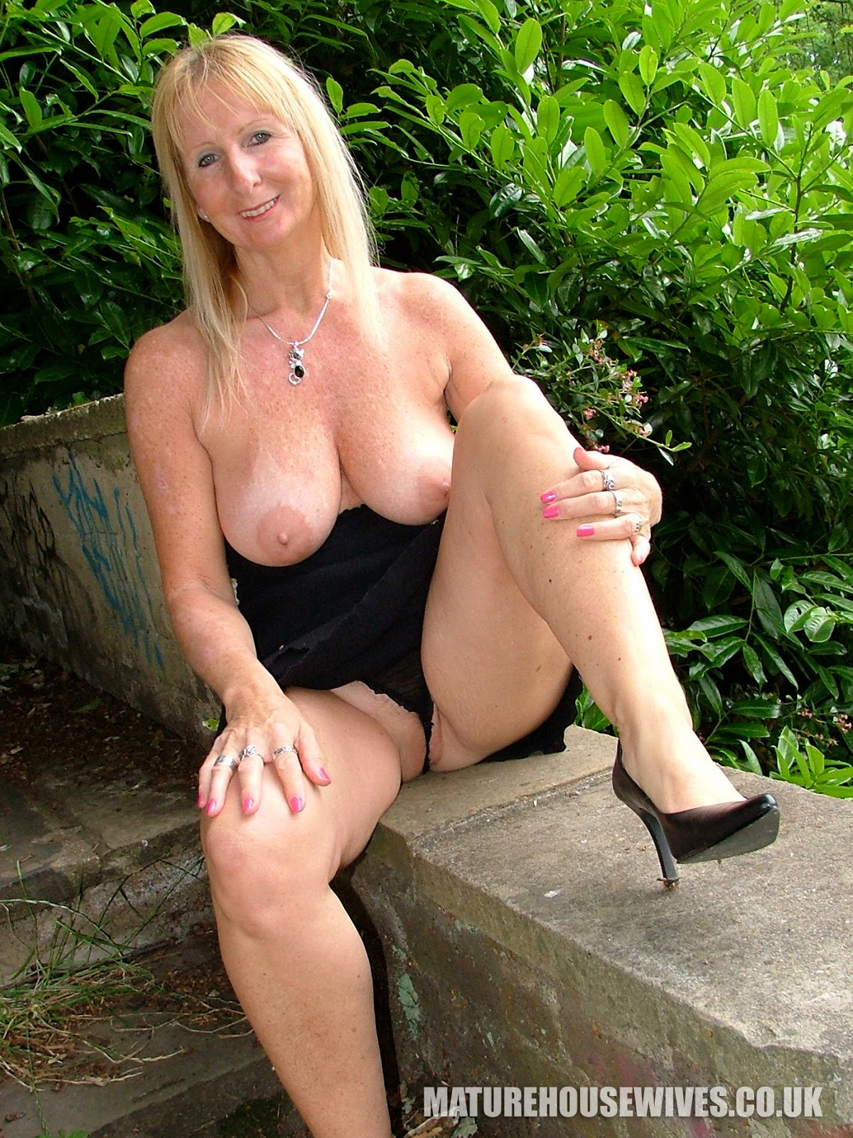 Lady sonia the uk milf bound to table and used till orgasm - 5 9