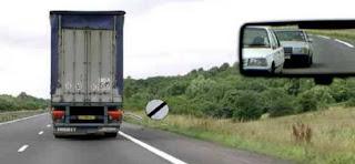التشوير يسمح بالتجاوز لكن توجد العربة في جهة ليسر ديالي لا يمكن التجاوز