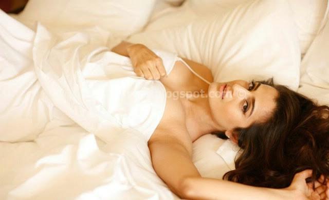 Amisha patel latest hot photoshoot gallery