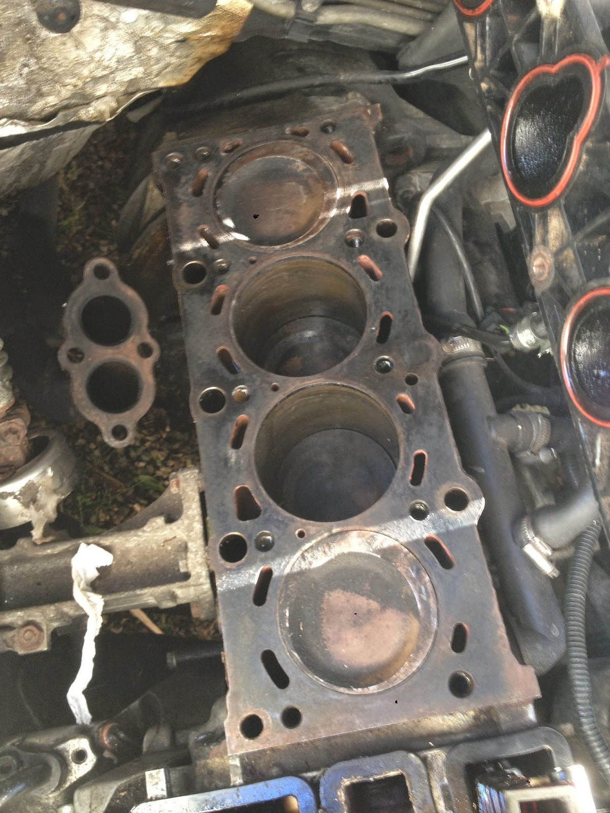 Beemer Lab - formerly Planet 5: E36 316i Compact: New head-gasket.