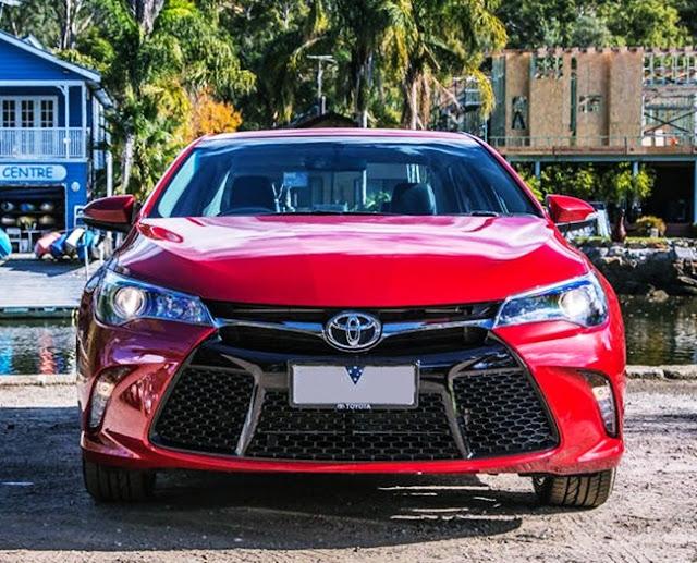 2016 Toyota Camry Atara SL Review