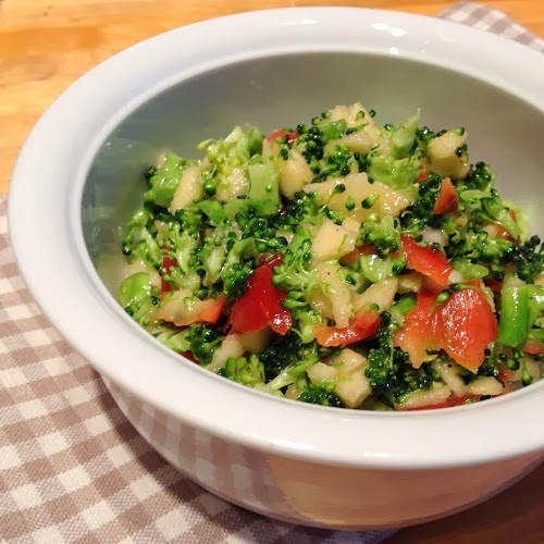 greenway36 brokkolisalat mit apfel und paprika aus dem tm. Black Bedroom Furniture Sets. Home Design Ideas