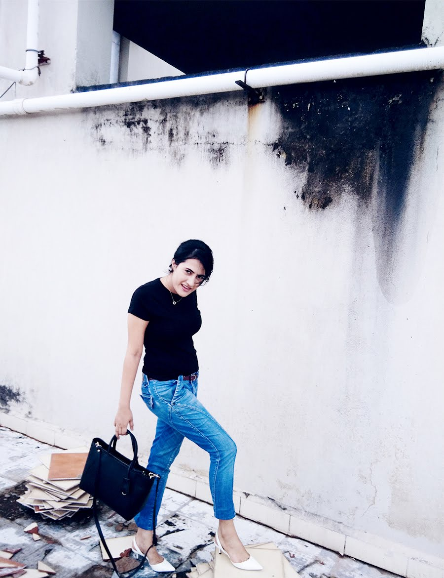 basic black tee,blue Jeans,Zara White kitten slingback Heel,leather top handle bag