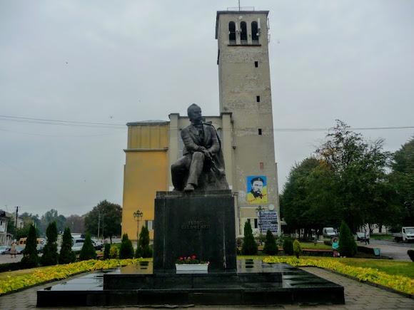 Сокаль. Костёл. 1930-е г. Памятник Т. Г. Шевченко