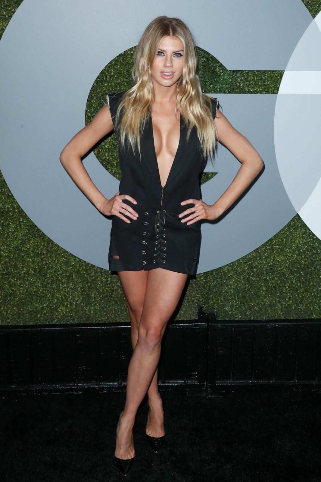 Charlotte McKinney @Char_mck Flaunts Her Bikini Body in