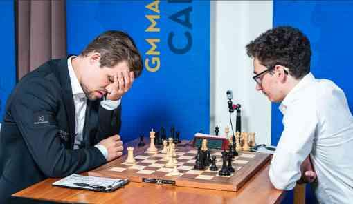 Sinquefield Cup ronde 7 : le champion du monde d'échecs norvégien Magnus Carlsen rate le gain face à l'Américain Fabiano Caruana sur une Défense Petrov - © Photo site officiel