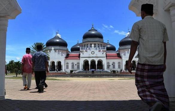 Hasil gambar untuk gambar orang mau pergi ke masjid