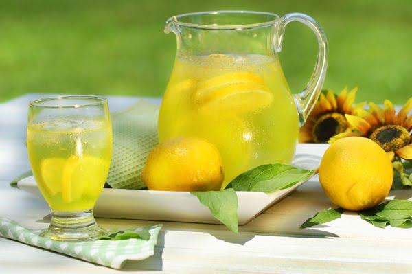 Сутрин на гладно вода с лимон