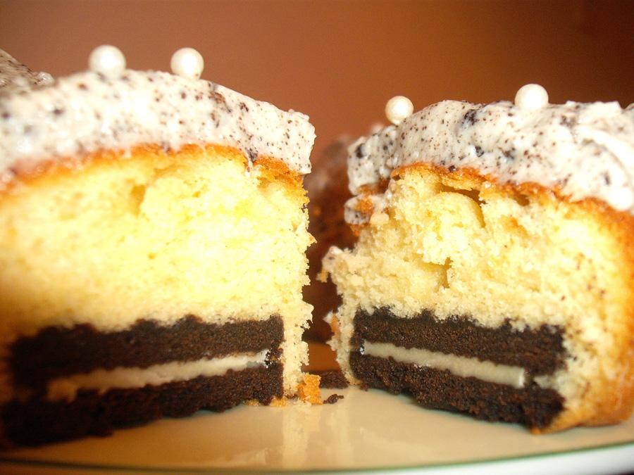 Cupcake βανίλια με βάση ένα ολόκληρο μπισκότο oreo