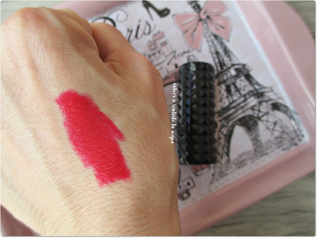 Kat Von D - Underage Red - Swatch