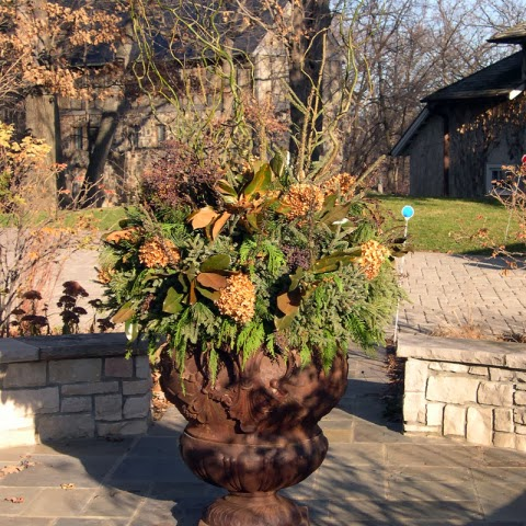 http://judyscottagegarden.blogspot.com/2013/12/winter-container-gardens.html