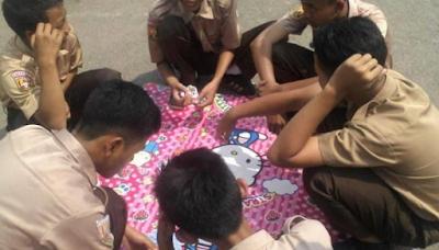 Siswa Banjar tertangkap main kartu