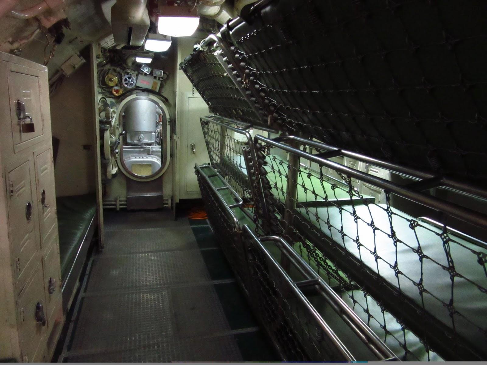 Submarinos javier y oscar visitan un submarino for Interior submarino