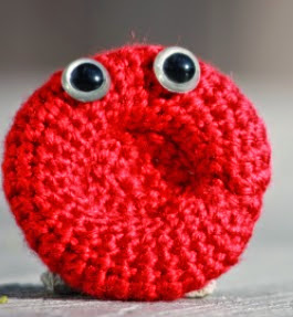 http://translate.googleusercontent.com/translate_c?depth=1&hl=es&rurl=translate.google.es&sl=en&tl=es&u=http://diygeekery.wordpress.com/2012/04/19/red-blood-cell-amigurumi/&usg=ALkJrhjuceka4OWzCgVFbxaZuqltsYW_NQ