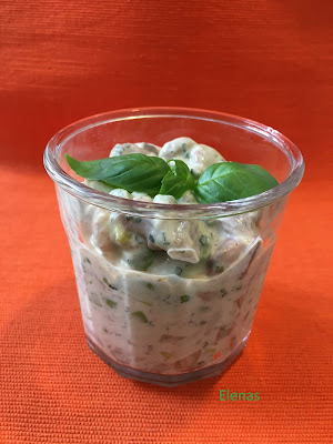 Sill med avokado, gröna ärtor, wasabi, lime och koriander