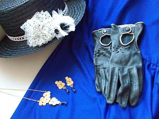 Canotier guantes y joyas