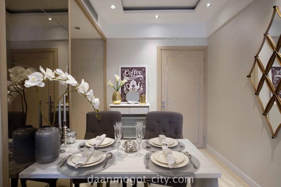 foto show unit living room apartemen damoci