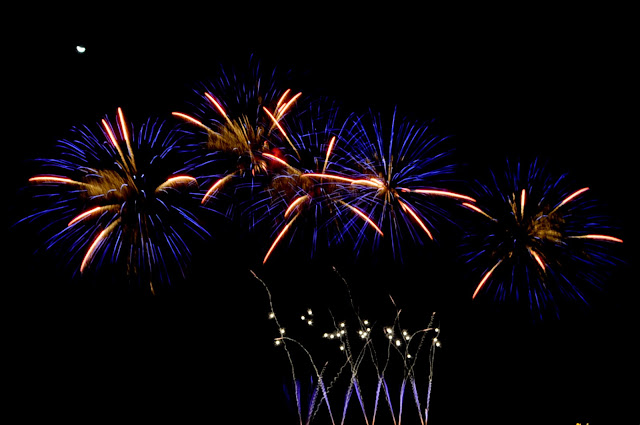 blue-fireworks-by-Platinum-Fireworks-Inc