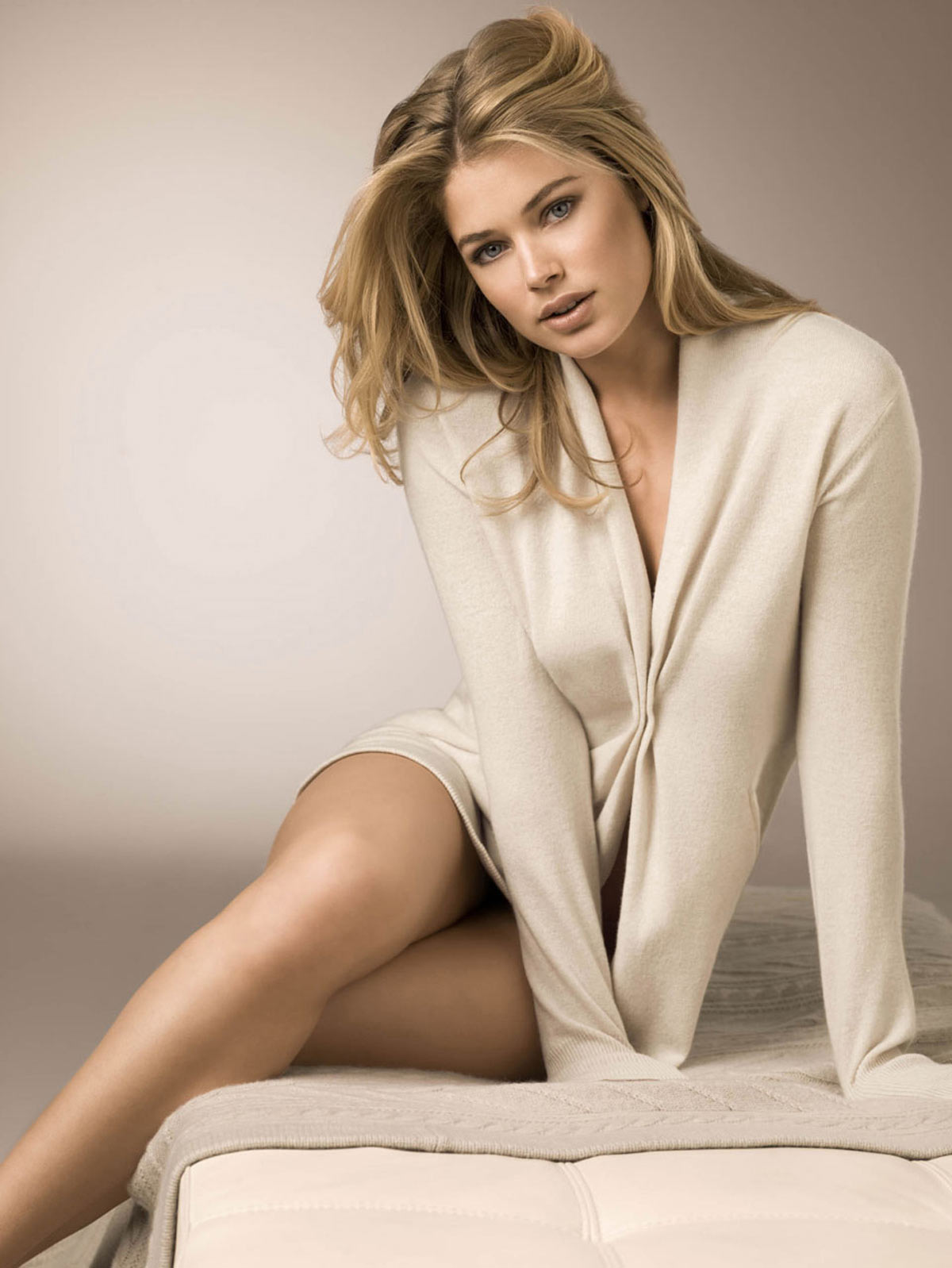Allwalls: Hot Dutch model and actress Doutzen Kroes