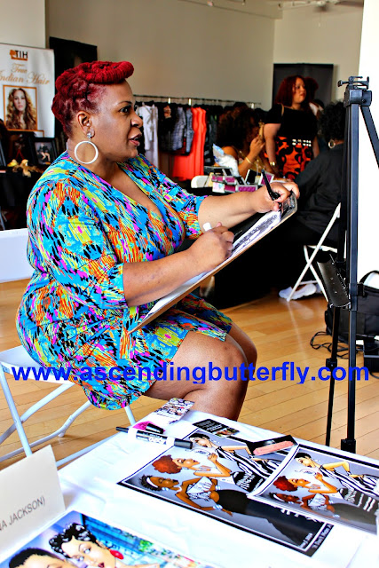 "Artist Lena Jackson creating full figured fashion week ""Glam-a-catures"" at #FFFWEEK Celebrate My Size Expo & Community Town Hall"