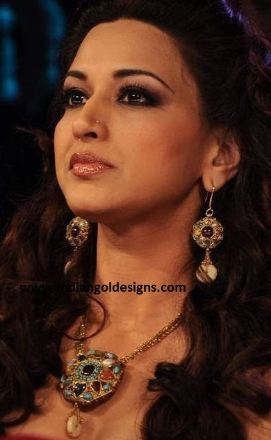 indiangoldesigns.com: Sonali Bendre in fashion jewellery ...