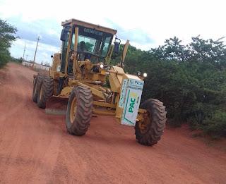 Prefeitura realiza terraplanagem da PB 151 até a divisa com Nova Floresta