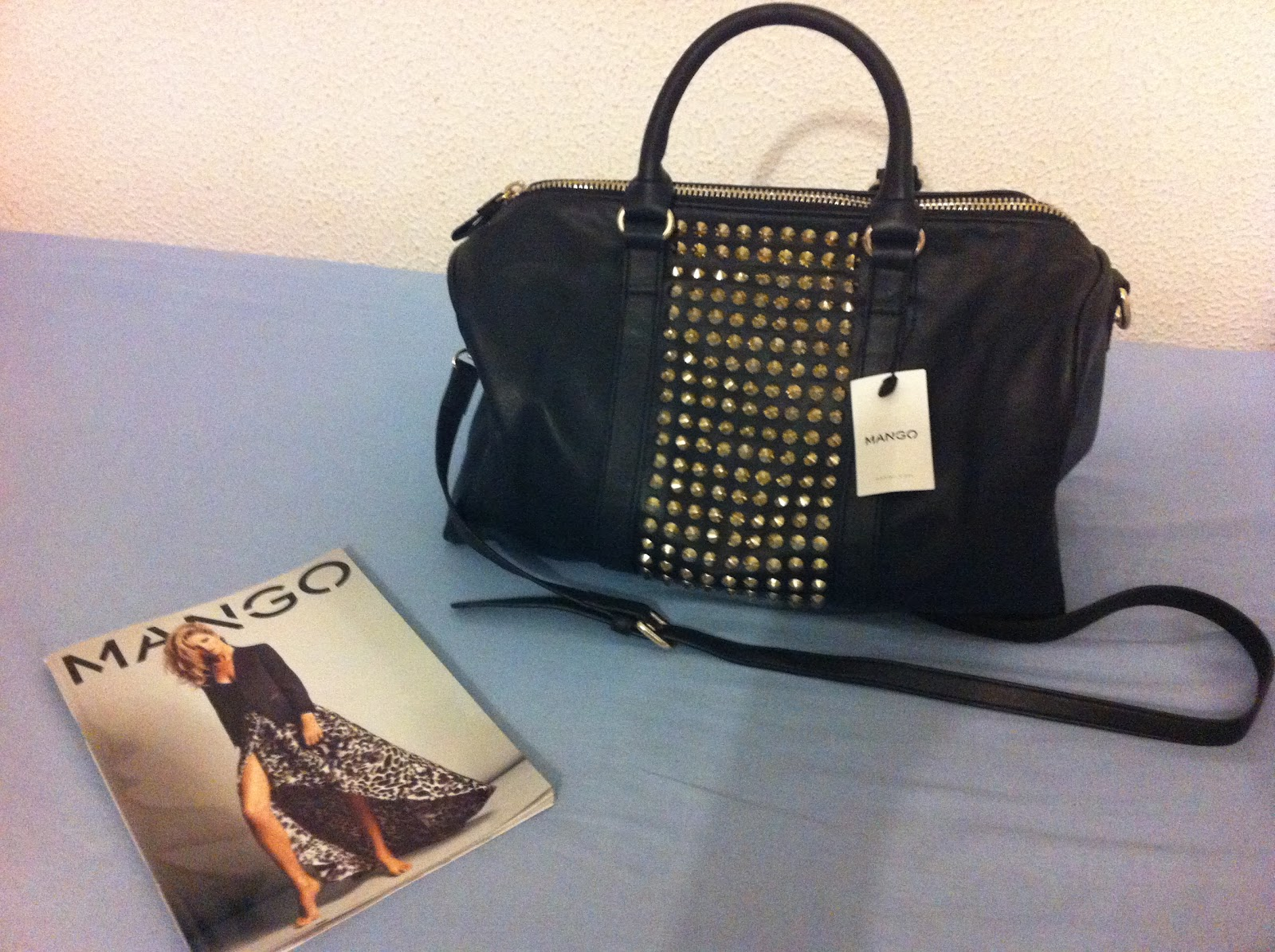 Pretty Bag With A Shoulder Strap And Couldn T Find Any I Liked Again Ended Up In Mango Spotted This Black Leather Gold Studs
