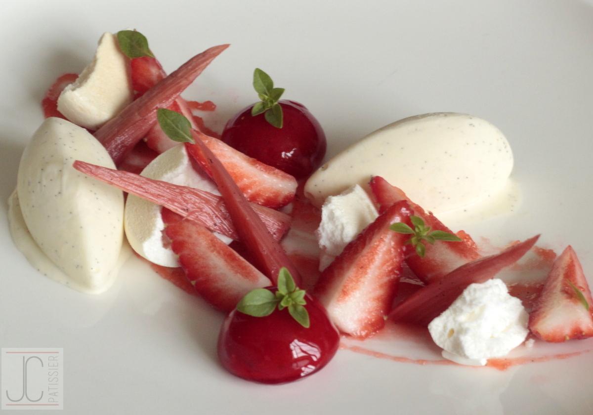 vacherin fraise rhubarbe blogs de cuisine. Black Bedroom Furniture Sets. Home Design Ideas