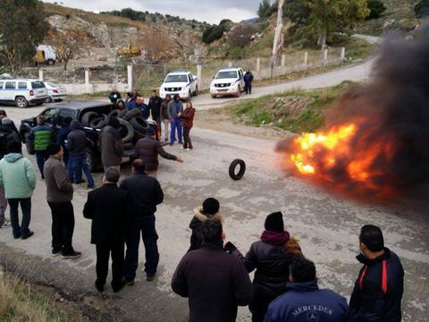 Φόβοι για νέα επεισόδια στην Κω: Οι κάτοικοι άναψαν φωτιές