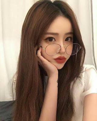 chica tumblr coreana con anteojos