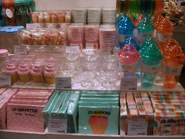 Tiger stores, shopping in Naples, Tiger Napoli, Stazione Centrale, Naples, Danish style,home furniture, gadgets, ice cream gadgets
