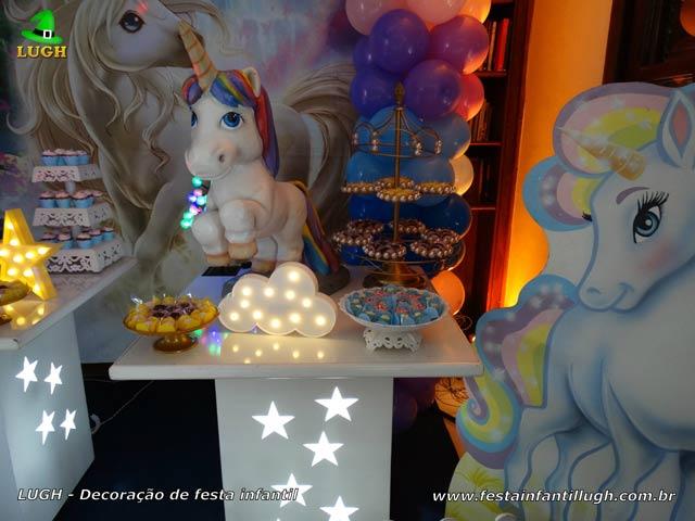 Decoração Unicórnio para a mesa do bolo de aniversário