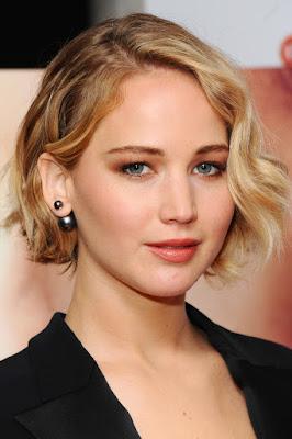 Jennifer Lawrence cewek manis super hero seksi dan hot