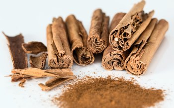 Wallpaper: Cinnamon Sticks and Cinnamon Powder