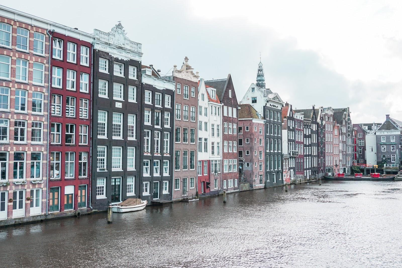 Amsterdam, Holandia, podróż do Amsterdamu, gdzie zjeść w Amsterdamie, gdzie niedrogo zjeść w Amsterdamie, Amsterdam polecane restauracje, blog podróżniczy, podróż do Holandii, architektura Amsterdamu, ile kosztują restauracje w Amsterdamie