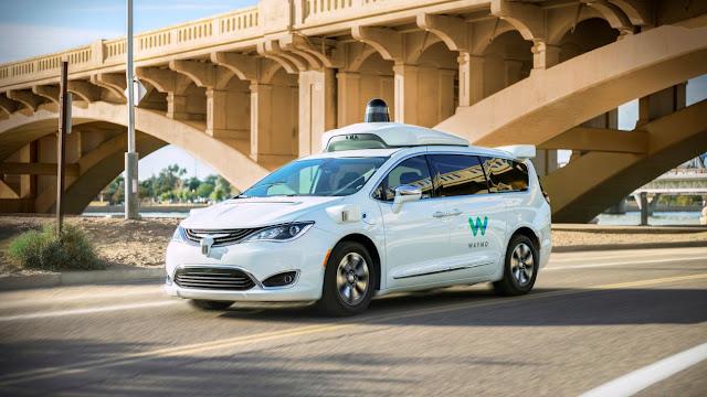 Los coches autónomos de Google debutan en Phoenix