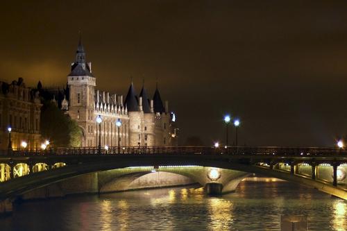 Museu do Louvre a partir do Rio Sena