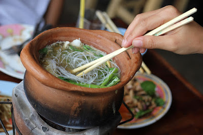 https://www.eatingthaifood.com/food-photo-jim-jum-hot-clay-pot/