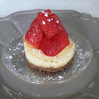 https://danslacuisinedhilary.blogspot.com/2013/07/cheesecake-fraise-chantilly-stawberry.html