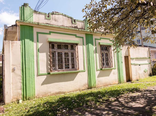 Casa de madeira, fachada de material
