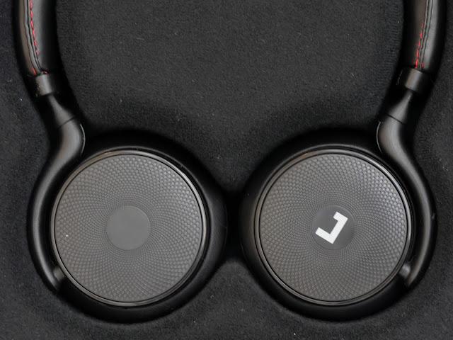 側面をタッチで操作できるワイヤレスヘッドホンJayfi Touch H1をレビュー