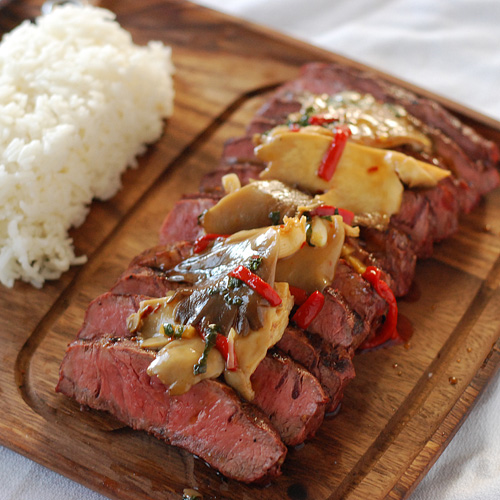 flat iron steak with mushrooms, grill dome steak recipe, big green egg steak, steak with mushroom stir fry,