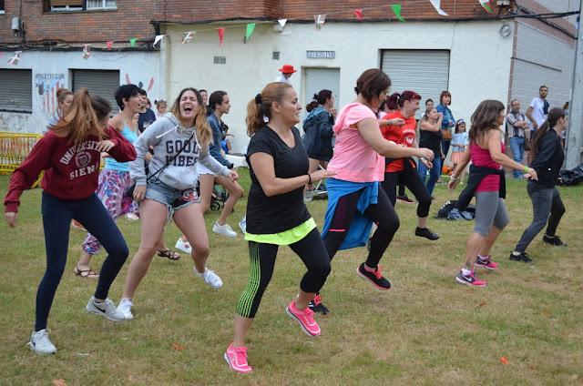 Llano vive sus fiestas al ritmo del baile urbano