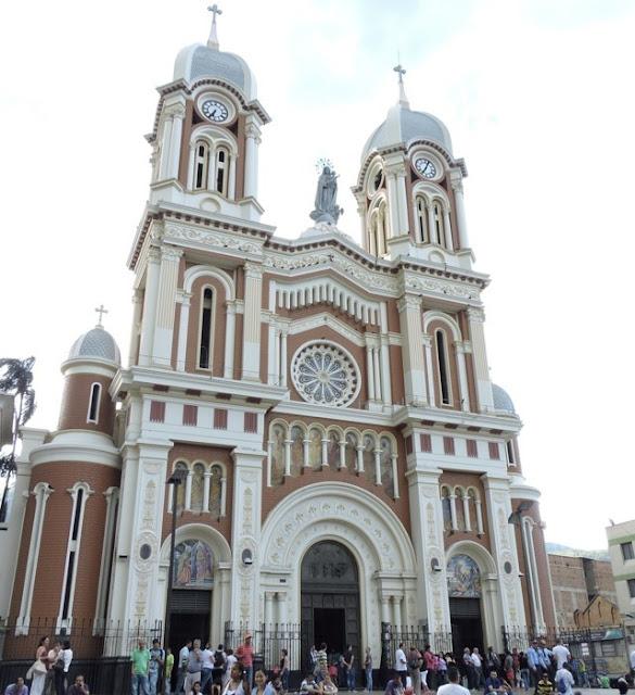 iglesia principal del parque de Bello