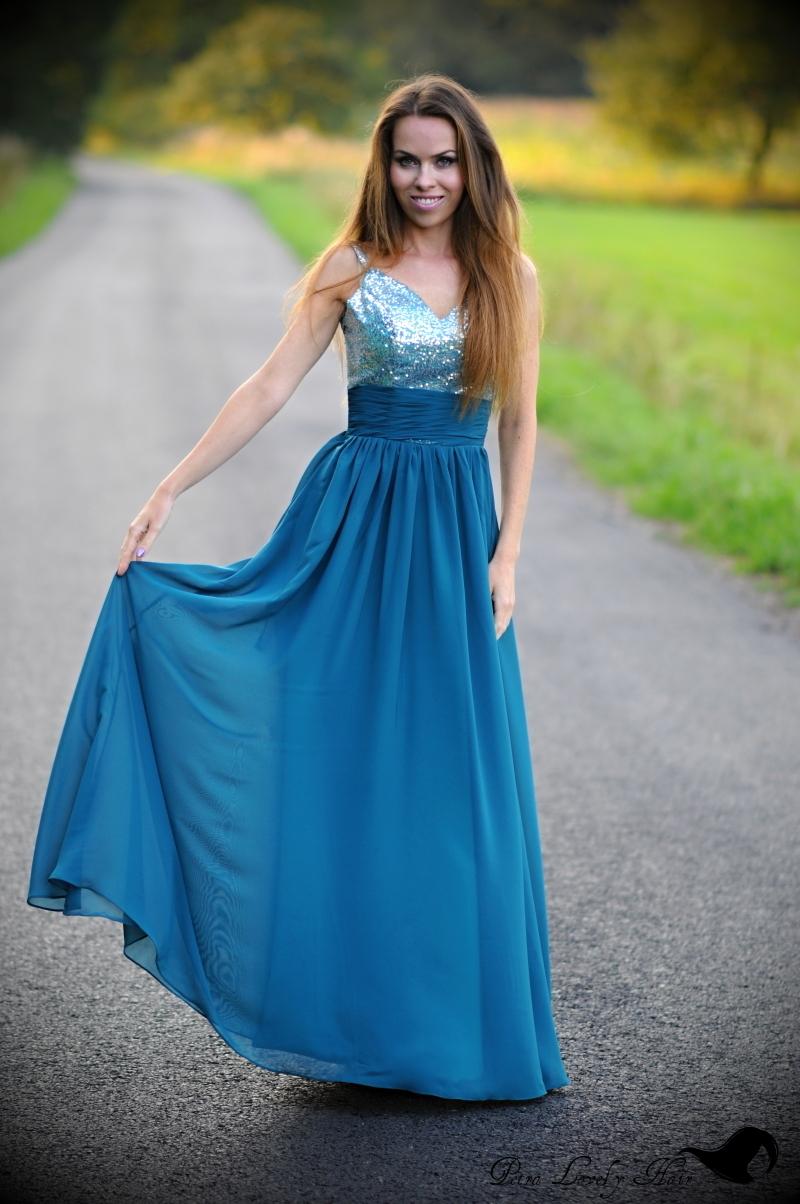 add61a400504 Tip na plesové šaty a líčení - taneční