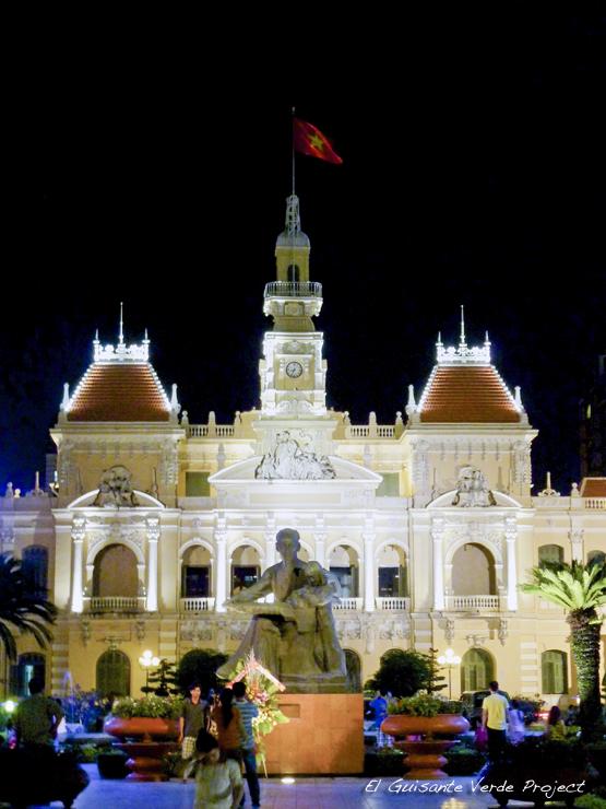 Antiguo Ayuntamiento de Saigon y Estatua de Ho Chi Minh - Ho Chi Minh City, Vietnam por El Guisante Verde Project