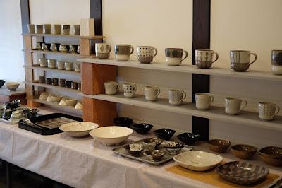 生坂村の陶芸家なかがわひとみ 松本の展示会