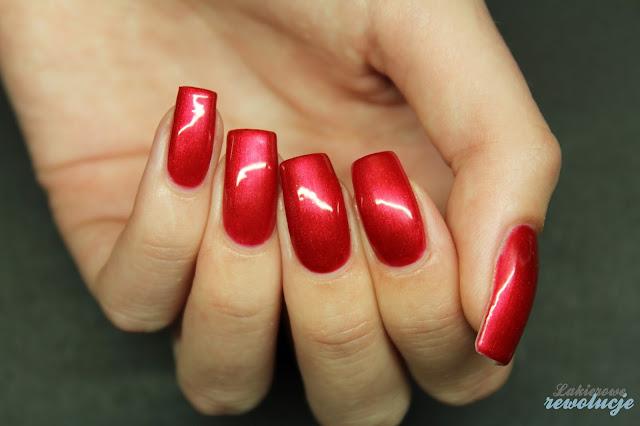 Victoria Vynn Gel Polish - 044 Shimmering Red