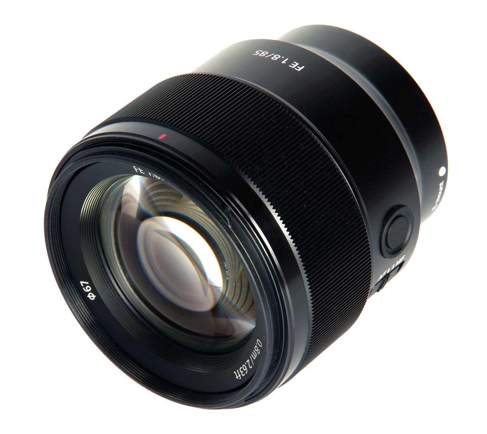 Объектив Sony FE 85mm f/1.8 спереди