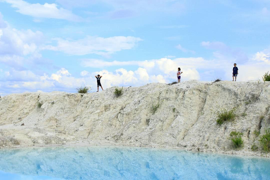 Indahnya Danau Biru Desa Tewang Pajangan Kabupaten Gunung Mas, Kalimantan Tengah